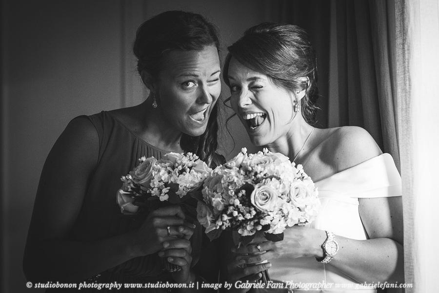 013-bride-sister-fun-getting-ready