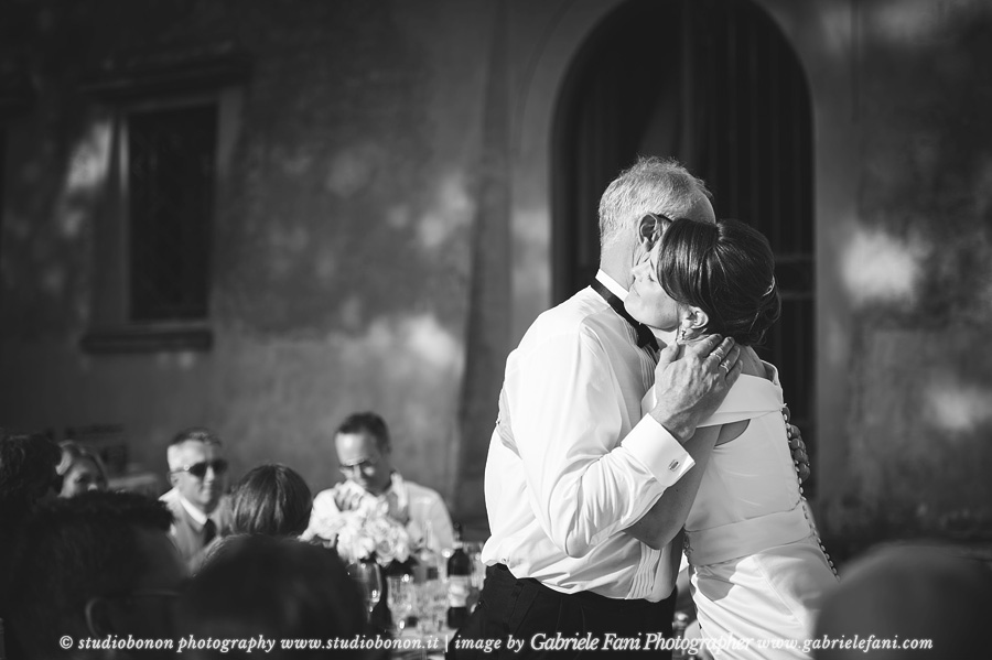 046-emotional-speaches-wedding-in-tuscany-chianti-bride-father