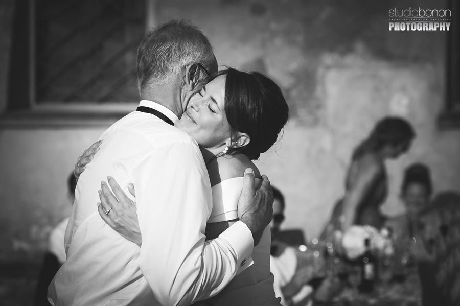 047-emotional-speaches-wedding-in-tuscany-chianti-bride-father