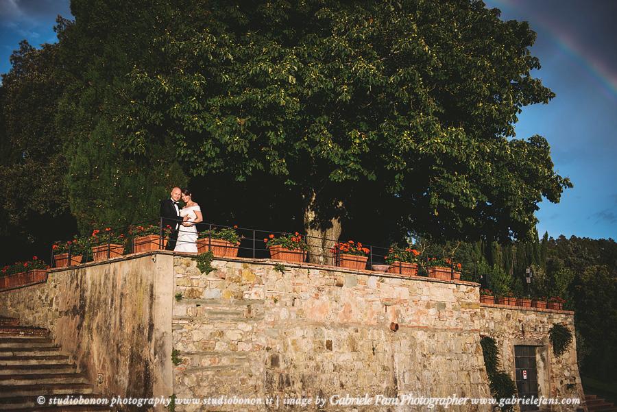 055-wedding-in-tuscany-chianti-shire-rainbow-romantic-portrait-bride-groom
