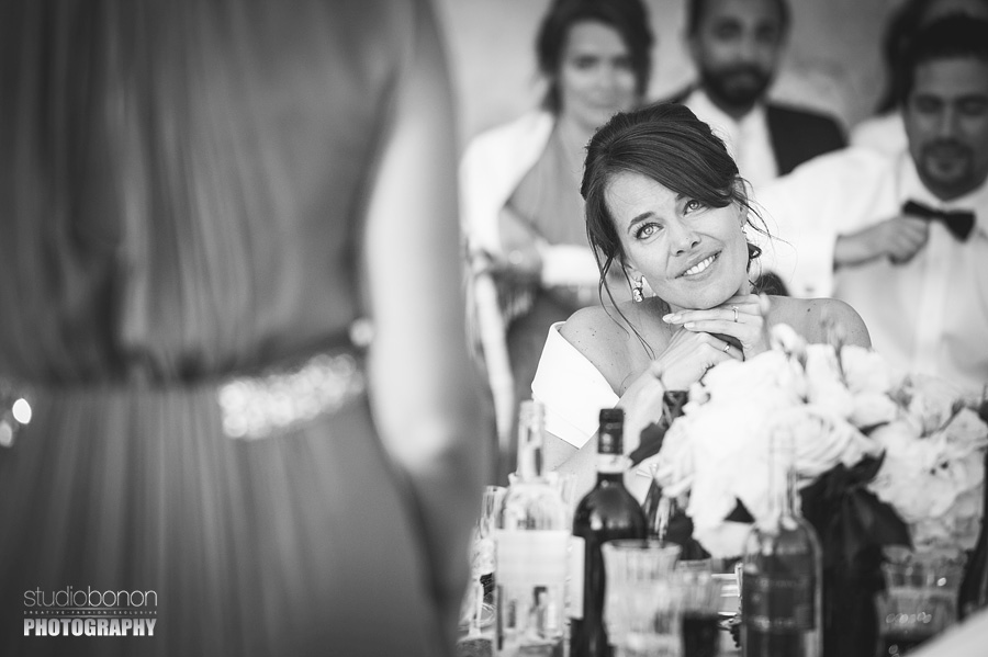 058-emotional-speaches-wedding-in-tuscany-chianti-bride-sister-moments