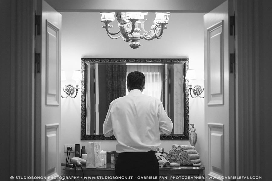 011-groom-s-getting-ready-inside-the-spa-suite-of-the-four-seasons-firenze