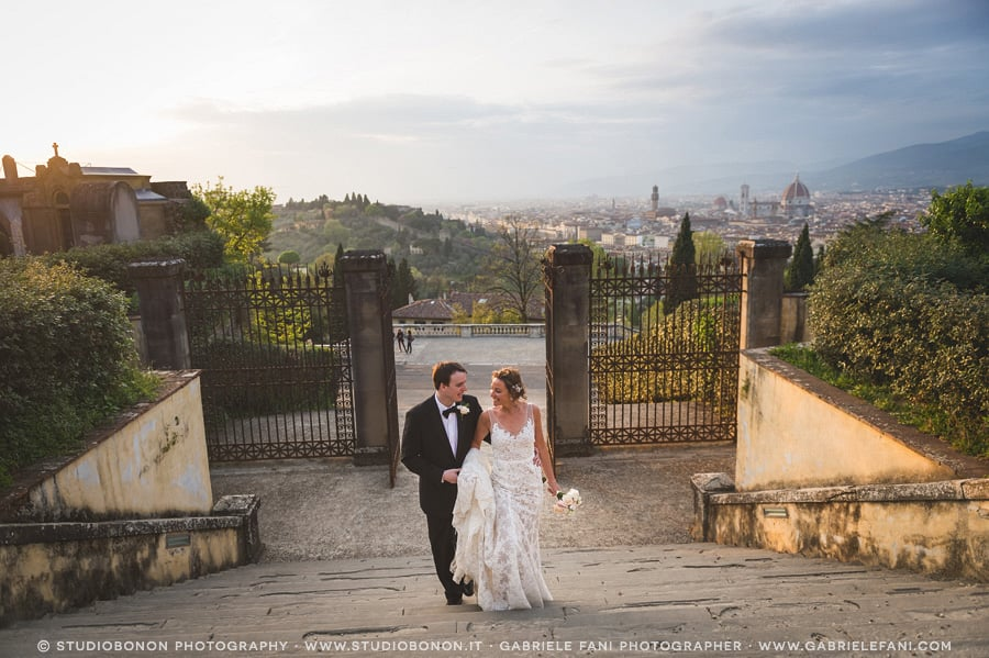 038-bride-groom-walking-to-san-miniato-a-monte-firenze-elopement-duomo