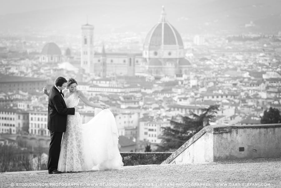 040-beautiful-moment-between-bride-and-groom-dress-and-firenze-duomo