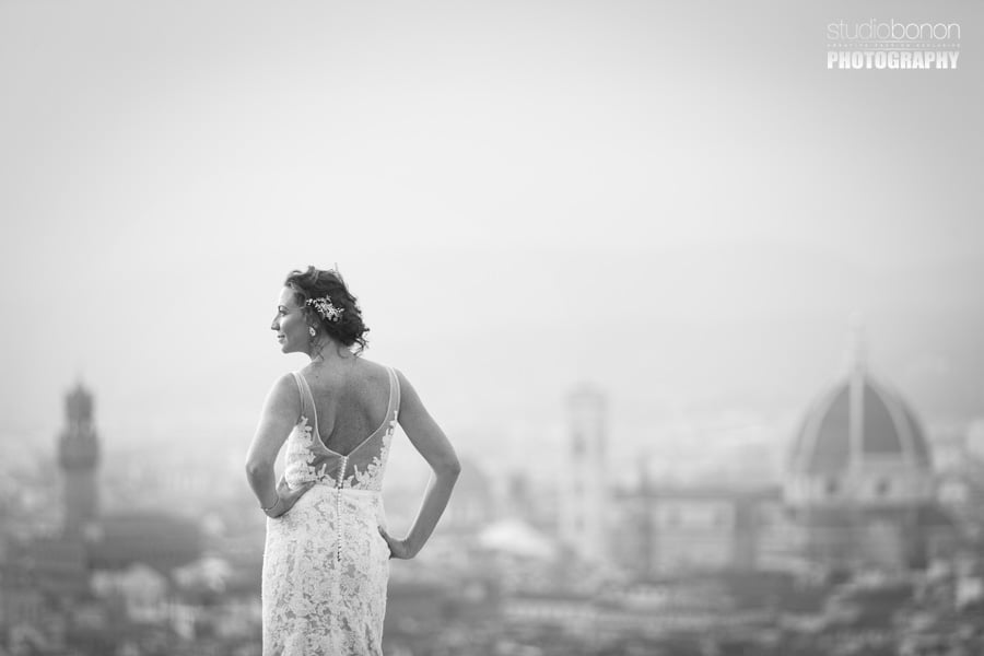 043-beautiful-moment-between-bride-and-groom-dress-and-firenze-duomo