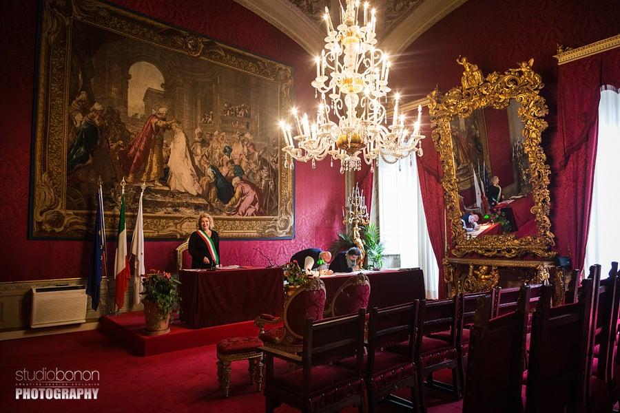 041-wedding-planner-jo-bertolino-wait-the-sposes-inside-sala-rossa-palazzo-vecchio