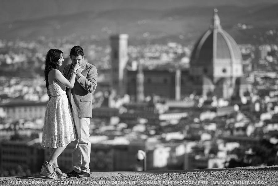 020-engagement-florence-dome-kissing-love-san-miniato-al-monte