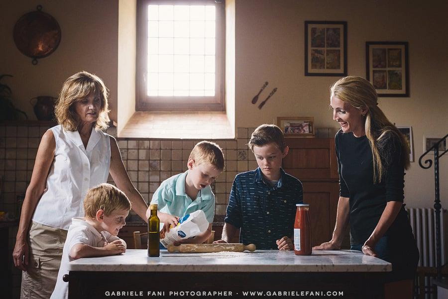 005-family-photography-tuscany-with-pizza-activity