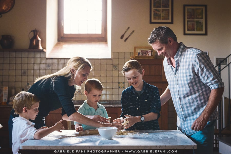 007-family-photography-tuscany-with-pizza-activity