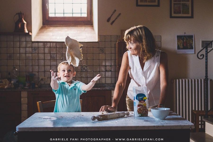 009-family-photography-tuscany-with-pizza-activity