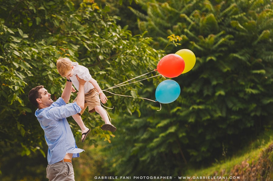024-family-photography-at-villa-il-castellaccio-with-balloon