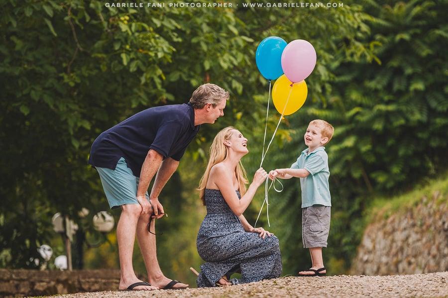 025-family-photography-at-villa-il-castellaccio-with-balloon
