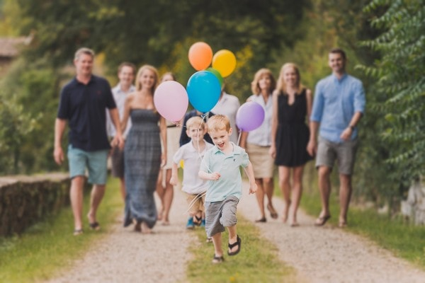 Murphree Family Photography in Tuscany with pizza and color balloons!