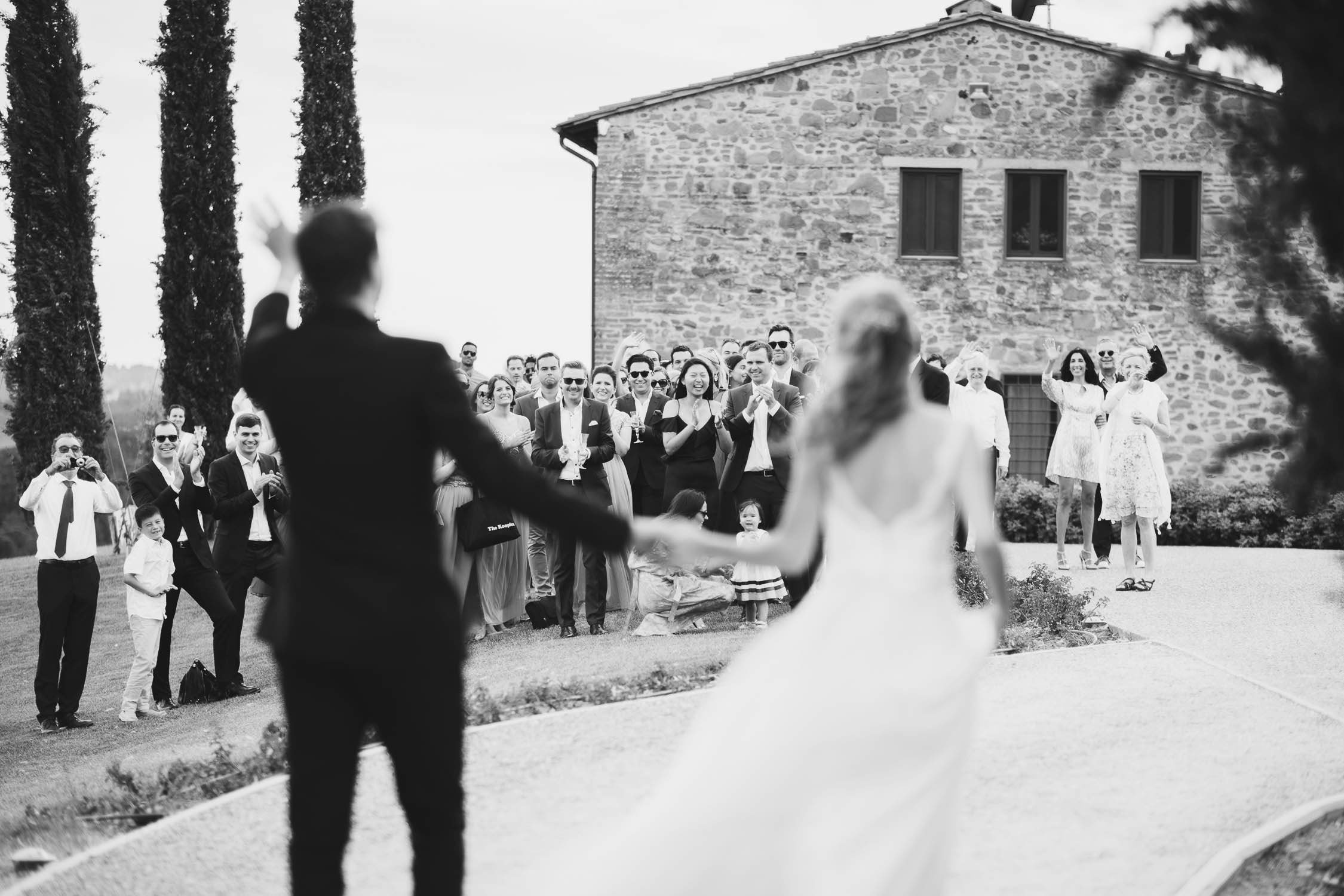 Beautiful moment during bride and groom arrive at wedding venue for the reception at Agriturismo La Casetta