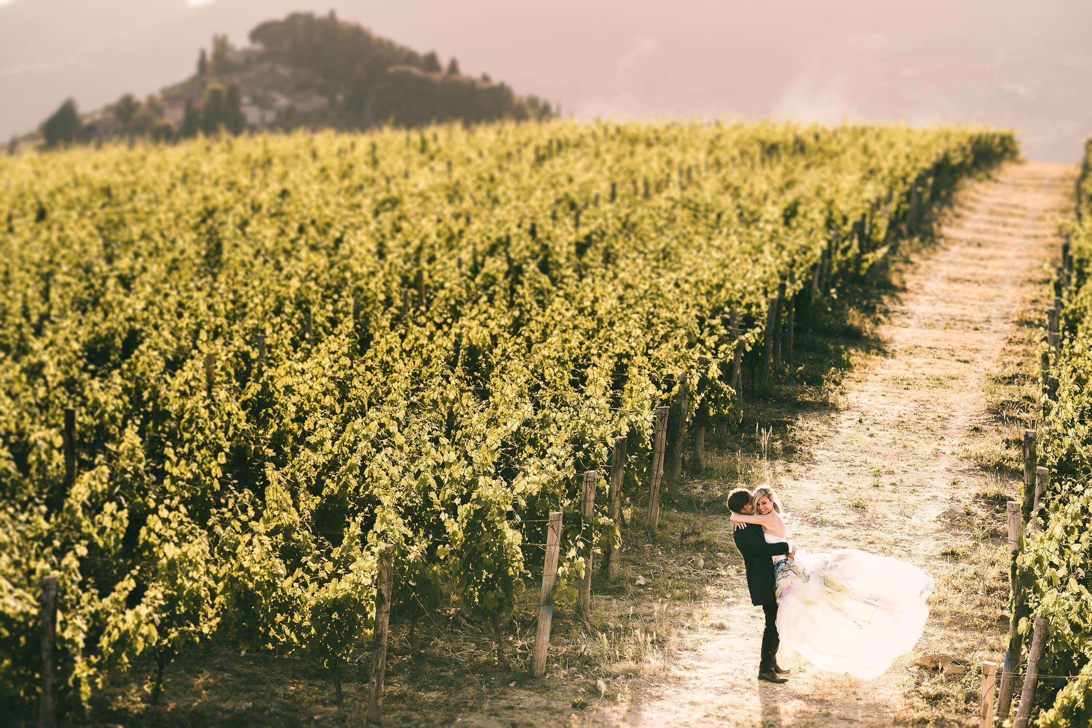 Lovely and elegant bride and groom photo into Tuscany vineyard in the countryside
