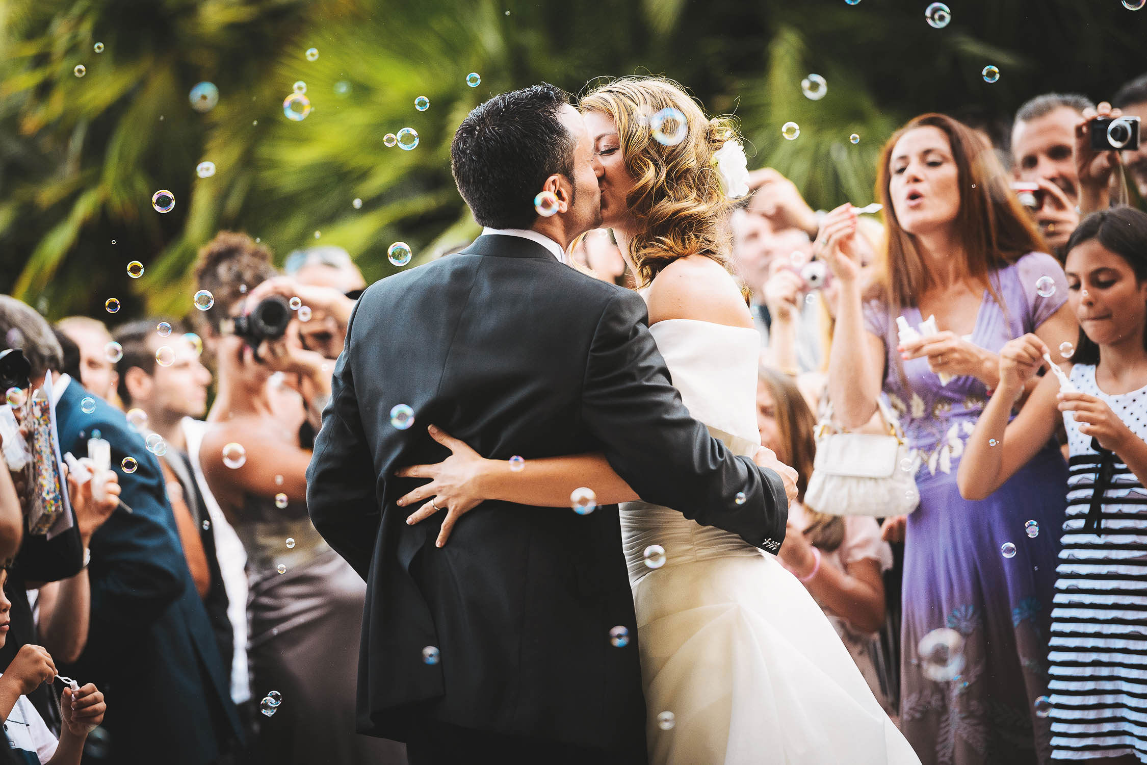 Love this kiss of Bride and Groom just married in Castello Odescalchi di Santa Marinella