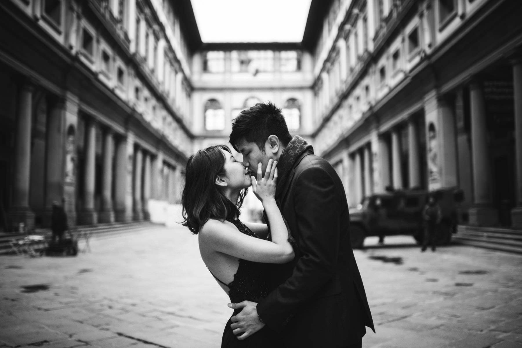 Lovely couple portrait at Uffizi Art Gallery in the heart of the cradle of Renaissance city of Florence. Engagement photo shoot by pre wedding photographer Gabriele Fani.