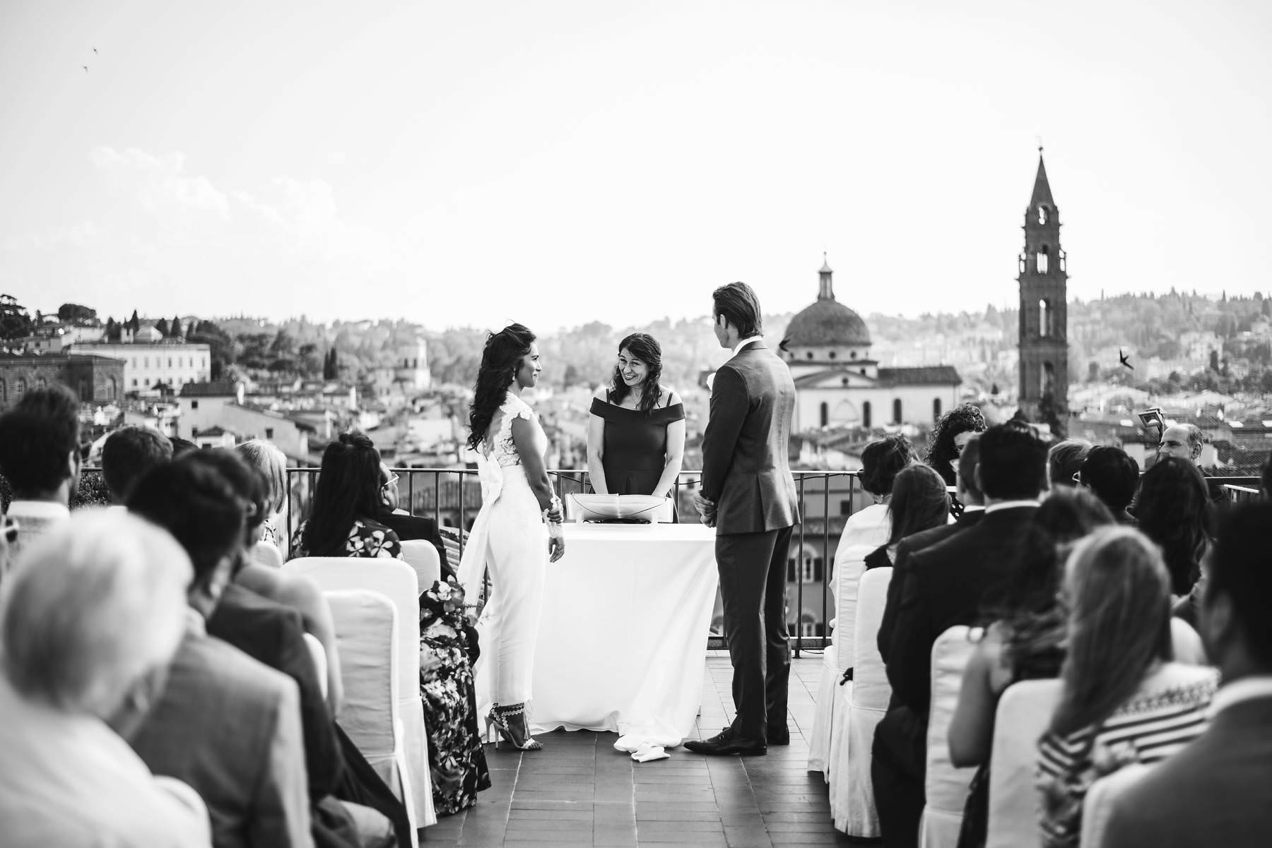 Exclusive wedding ideas: say Yes overlooking the best view of Florence
