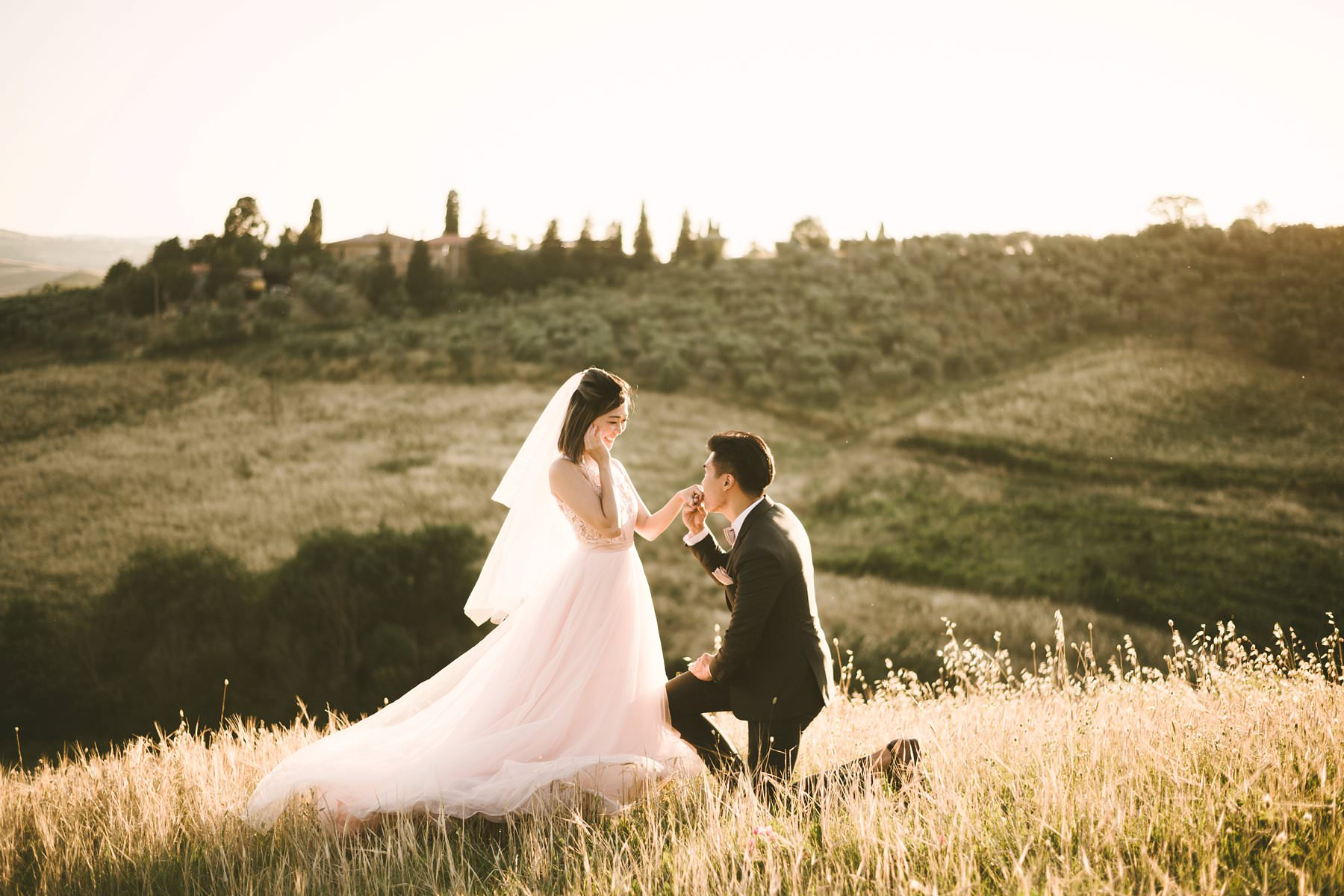 How to have honeymoon photos in Tuscany to treasure forever