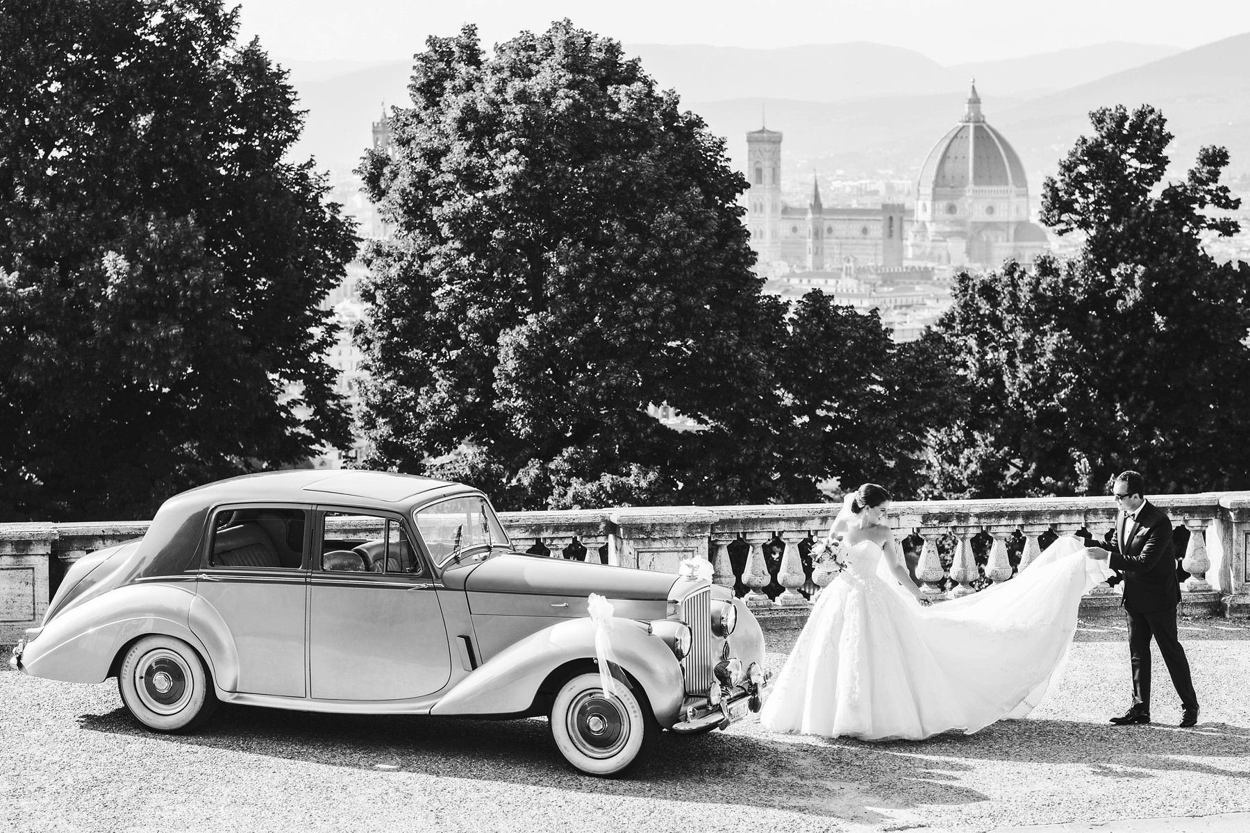 A destination wedding in Italy is a great way to make a special day even more unforgettable. Get inspired and take the extra step: your precious love deserves to be celebrated properly!
