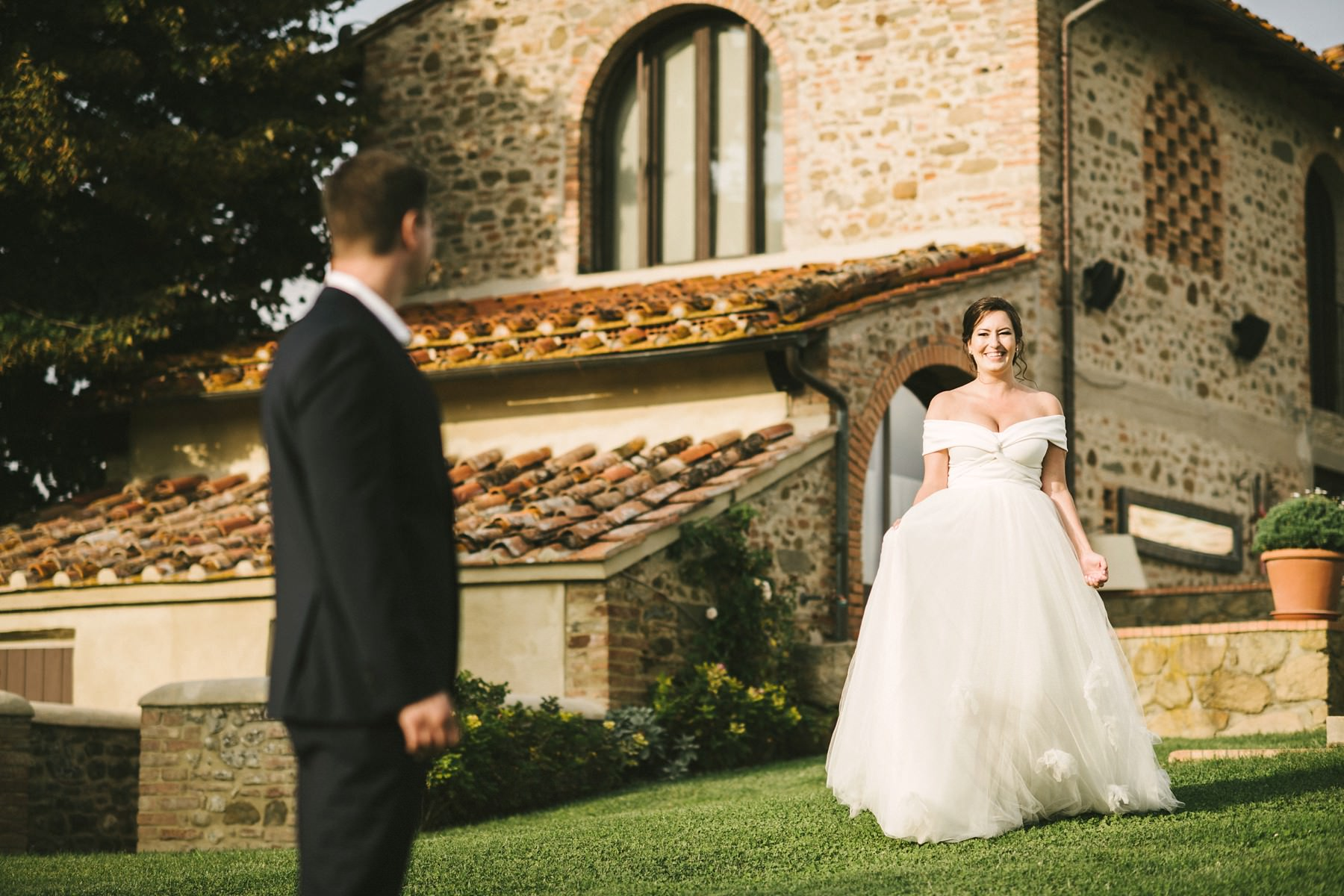 Bride and groom romantic elopement first look at tuscan farmhouse Casetta in Chianti