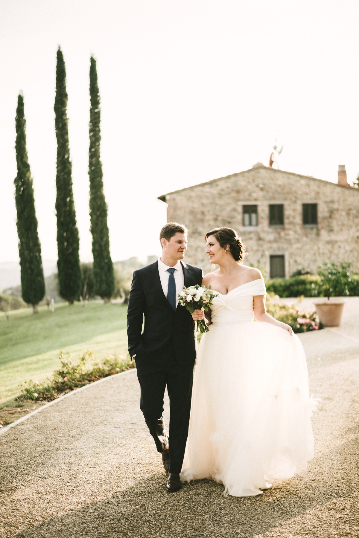 Bride and groom wedding photo at farmhouse Casetta in Chianti area near Florence, Tuscany