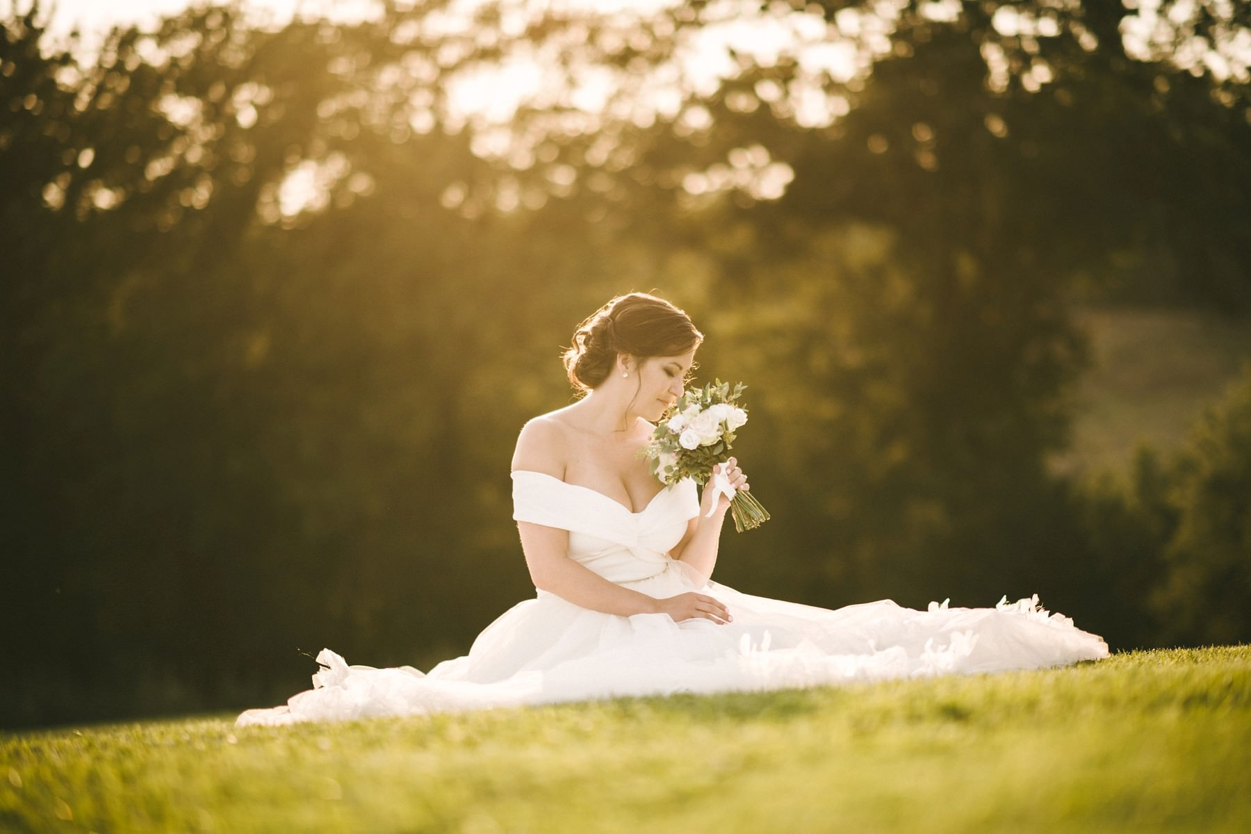 Dreamy bridal portrait in the park of Tuscan farmhouse Casetta in Chianti area near Florence