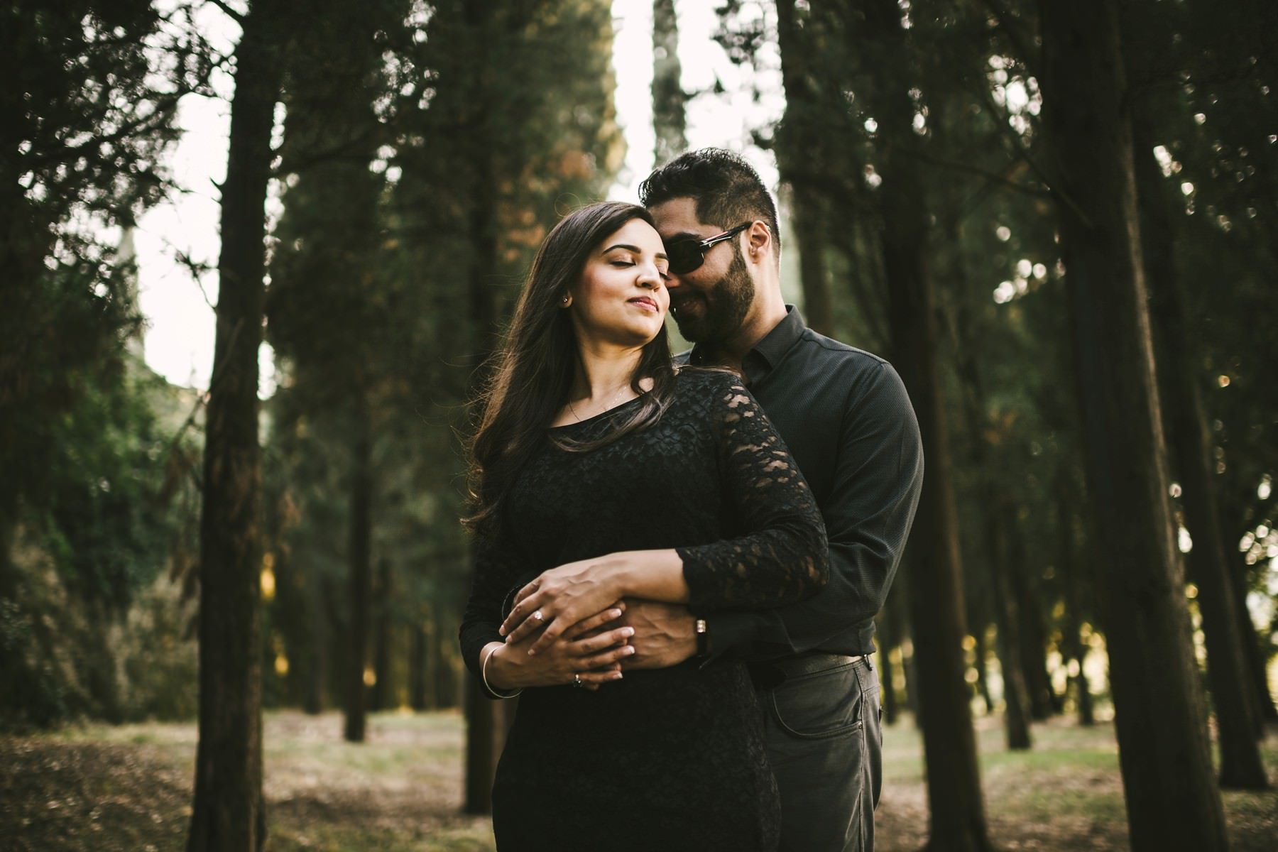 Romantic engagement portrait session in the coutryside of Florence near Piazzale Michelangelo