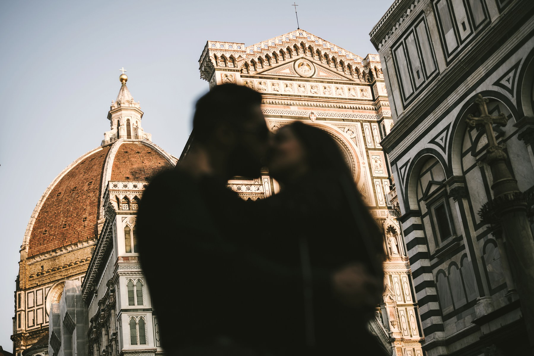 Vacation photographer couple portrait photo shoot in Florence