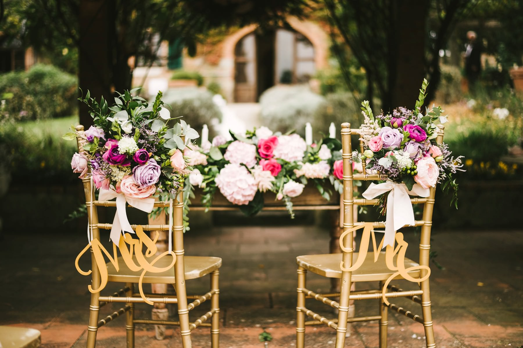Charming and beautiful wedding ceremony decor in Tuscany farmhouse La Fornace