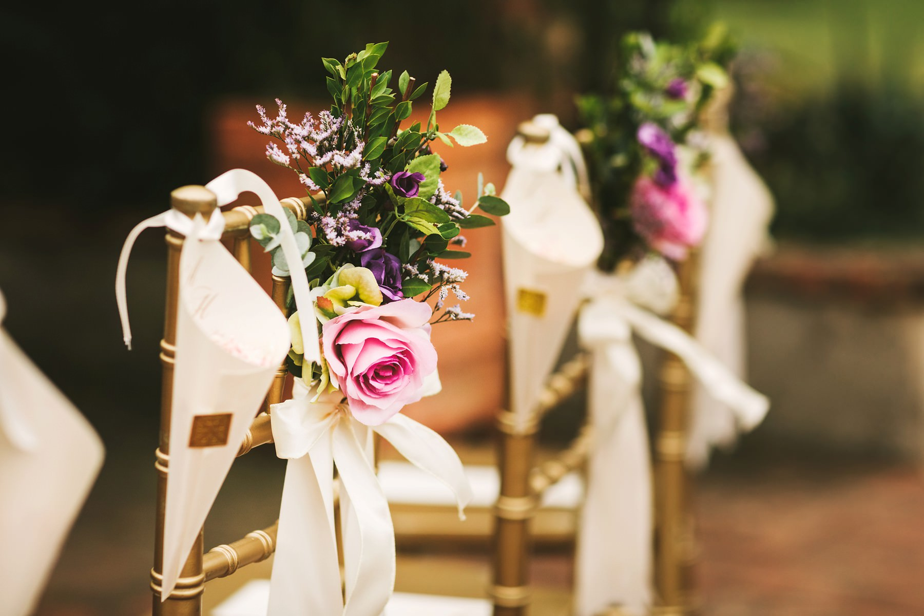 Elegant and beautiful wedding ceremony decor in Tuscany farmhouse La Fornace