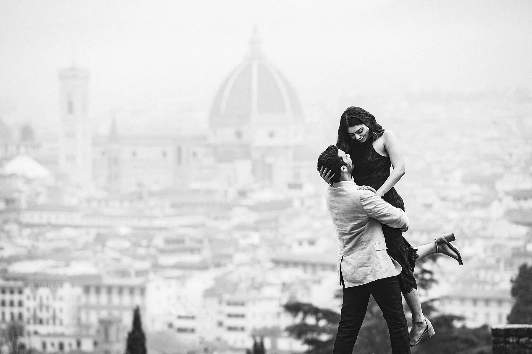 Wonderful engagement pre wedding photo session in Florence at Sam Miniato al Monte area. The most evocative panoramic photographic spot of the city