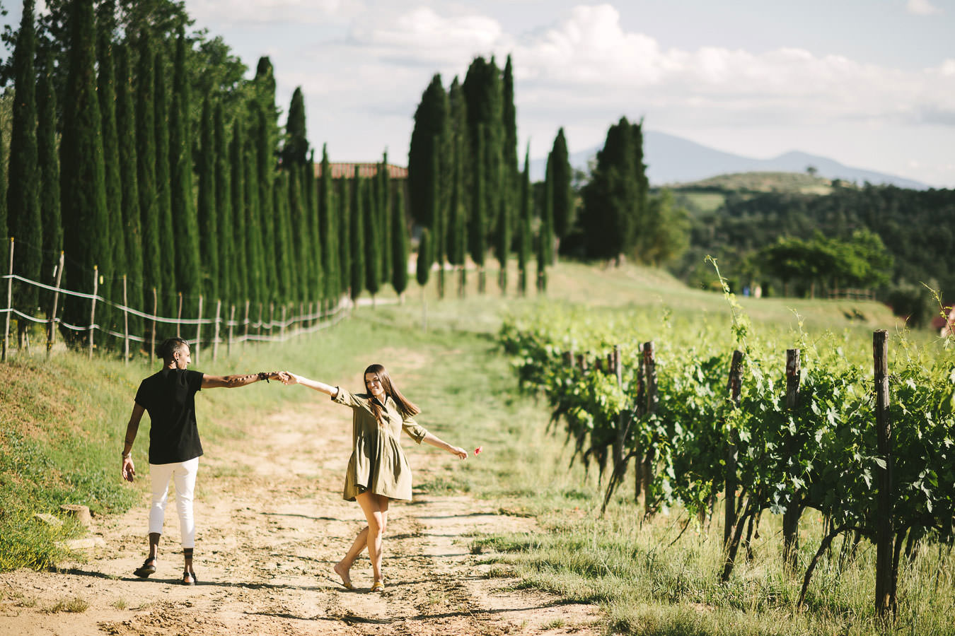 Seal your love with the best outdoor engagement photos in Tuscany
