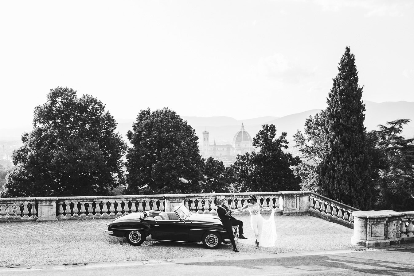 Elegant elopement wedding at the timeless Four Seasons in Florence