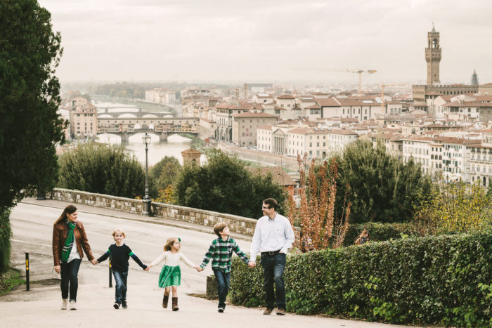 Hold happiness in a nutshell with a family photo shooting. Florence panoramic family photo shoot