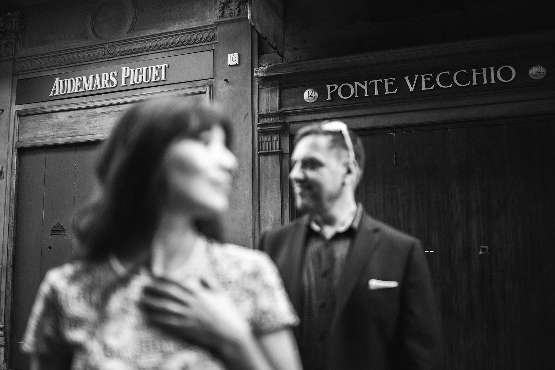 Creative and modern couple portrait in Ponte Vecchio