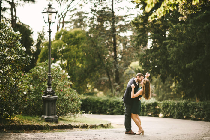 Candid and romantic last minute engagement pictures in Florence