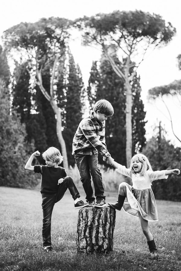 Hold happiness in a nutshell with a family photo shooting