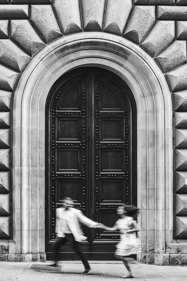 Creative and modern engagement photo shoot in Florence