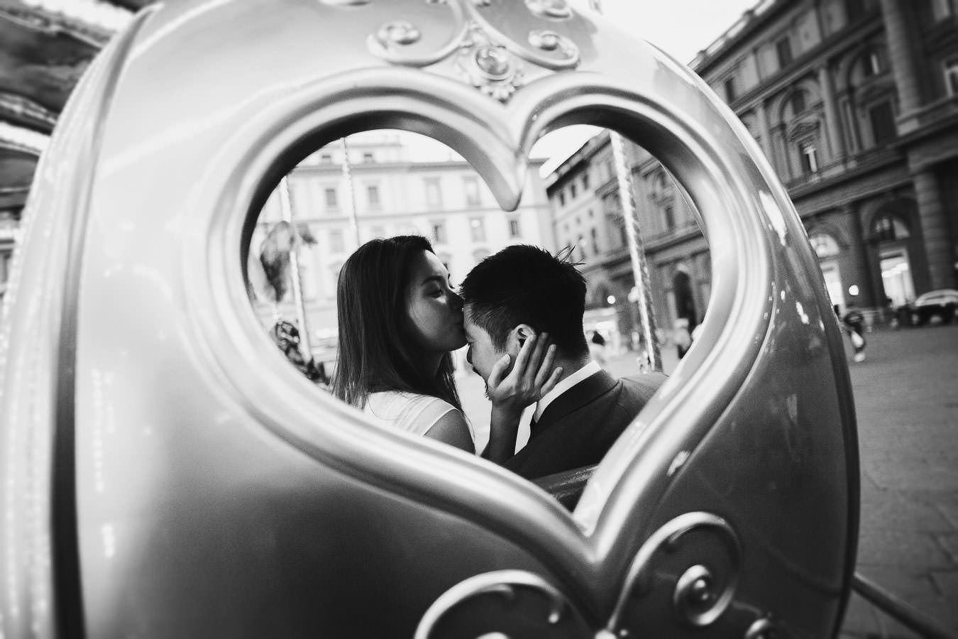 Lovely authentic and genuine moment of love. Florence engagement photo service by Gabriele Fani photographer