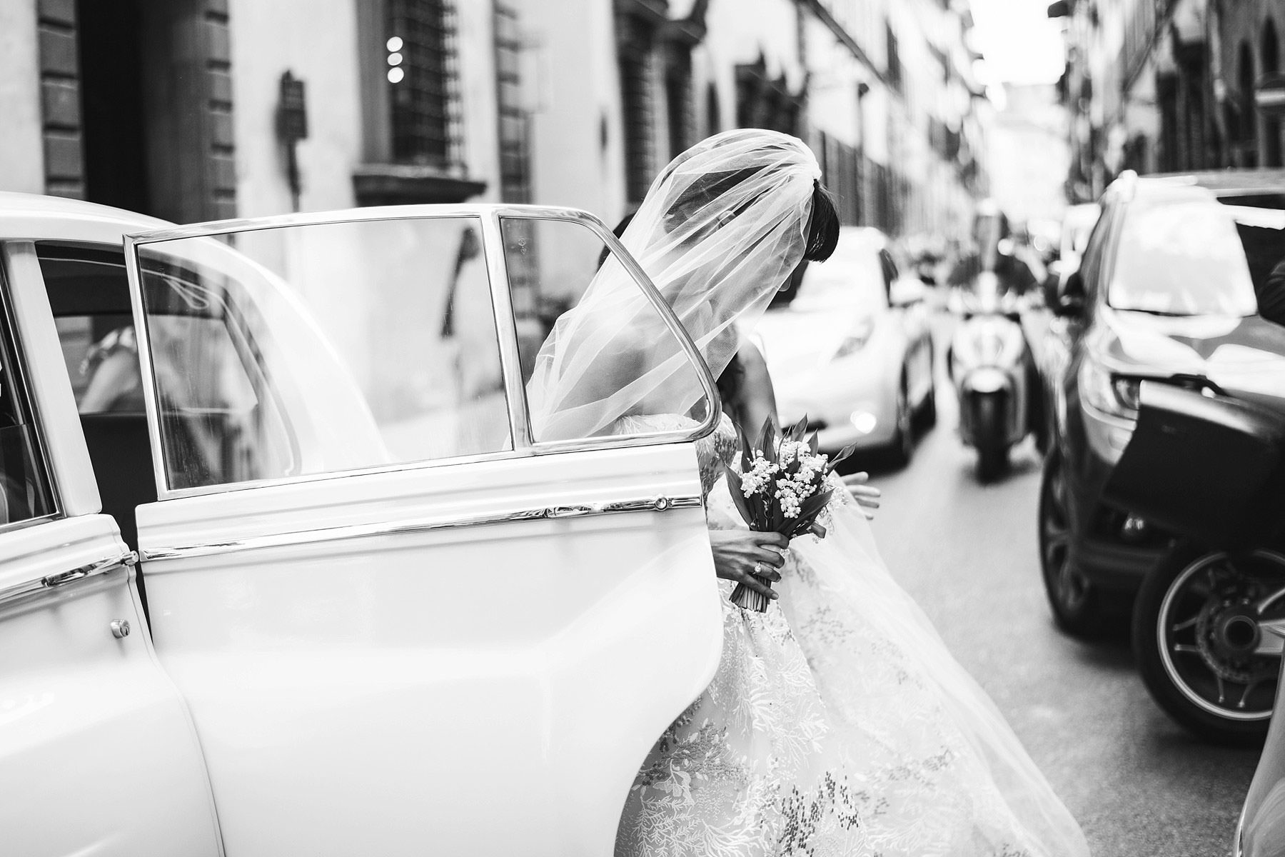 Bride Elizabeth just ready to walks down the aisle for her destination wedding ceremony in St. Mark Church in Florence historic centre