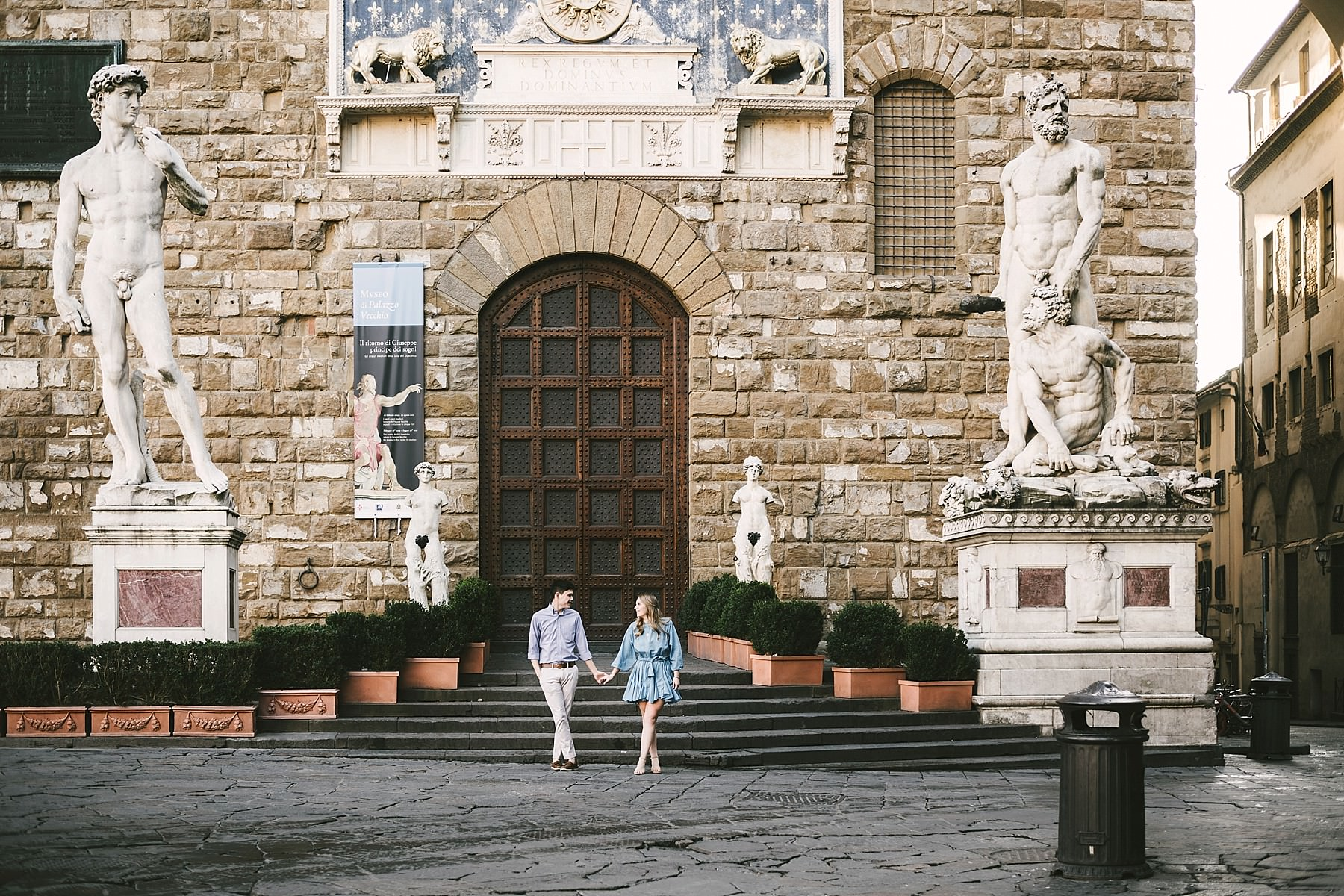 Discover the art of Florence with an early morning couple photo shoot with a professional engagement photographer