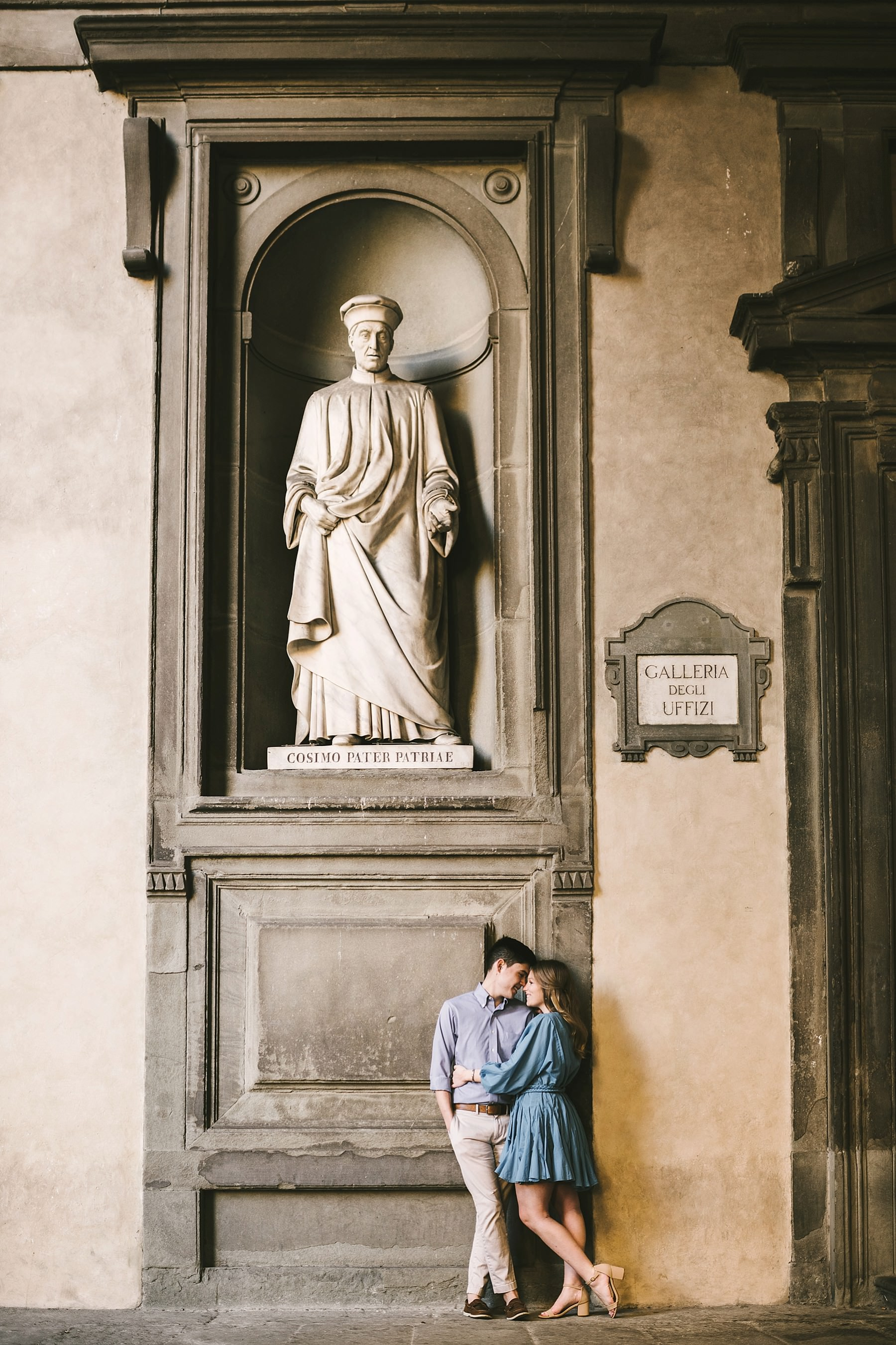 Elegant and romance Florence sunrise photo shoot near Uffizi Museum