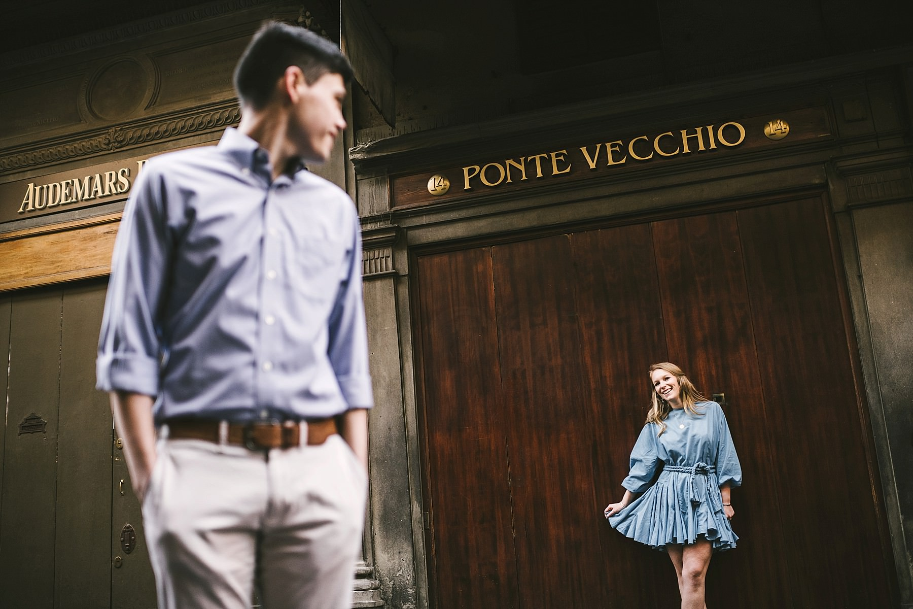 Unforgettable sunrise Florence couple portrait photo shoot. Discover the city of Florence with a professional engagement photographer