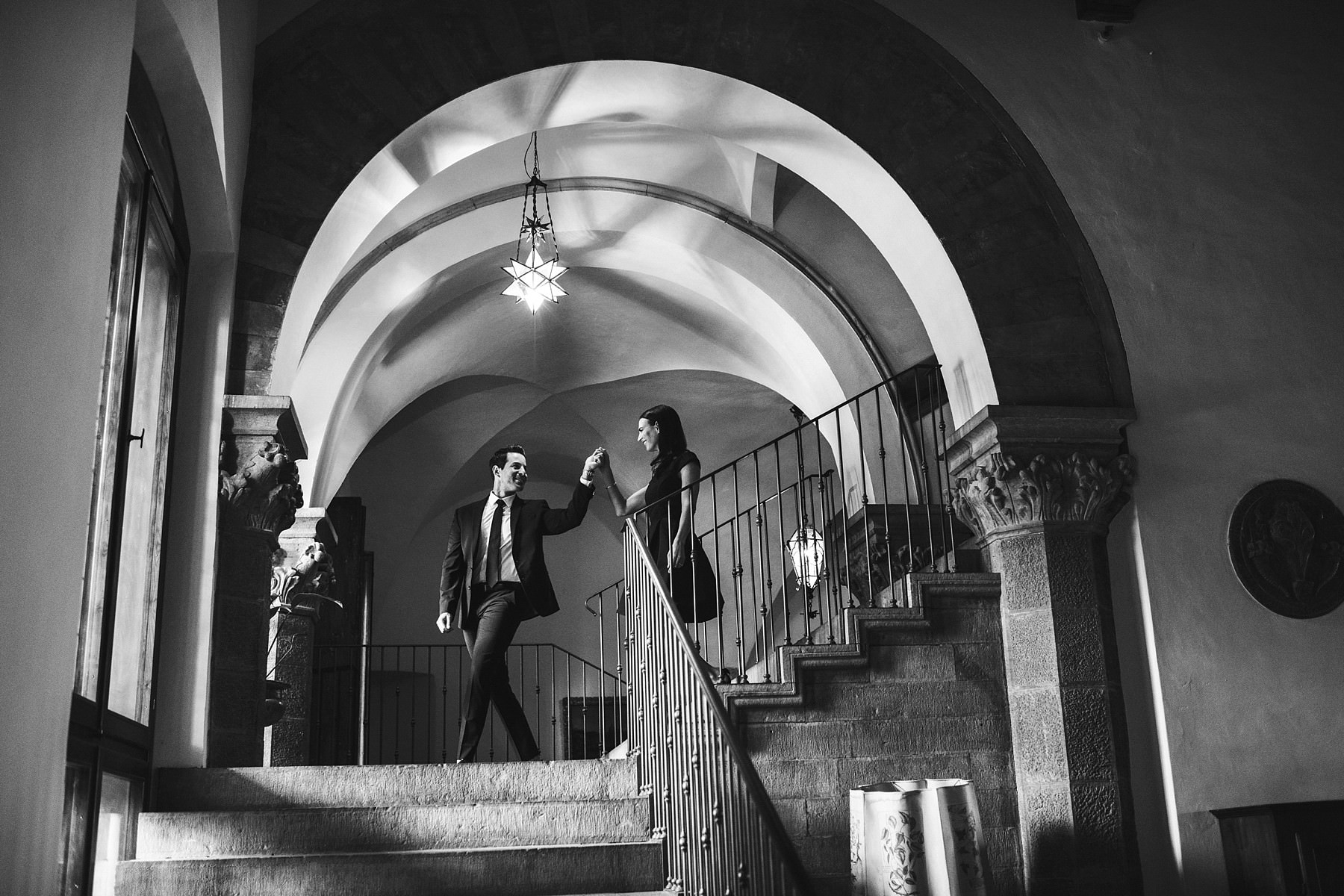 Lovely engagement photo at the historical residence Torre di Bellosguardo in Florence