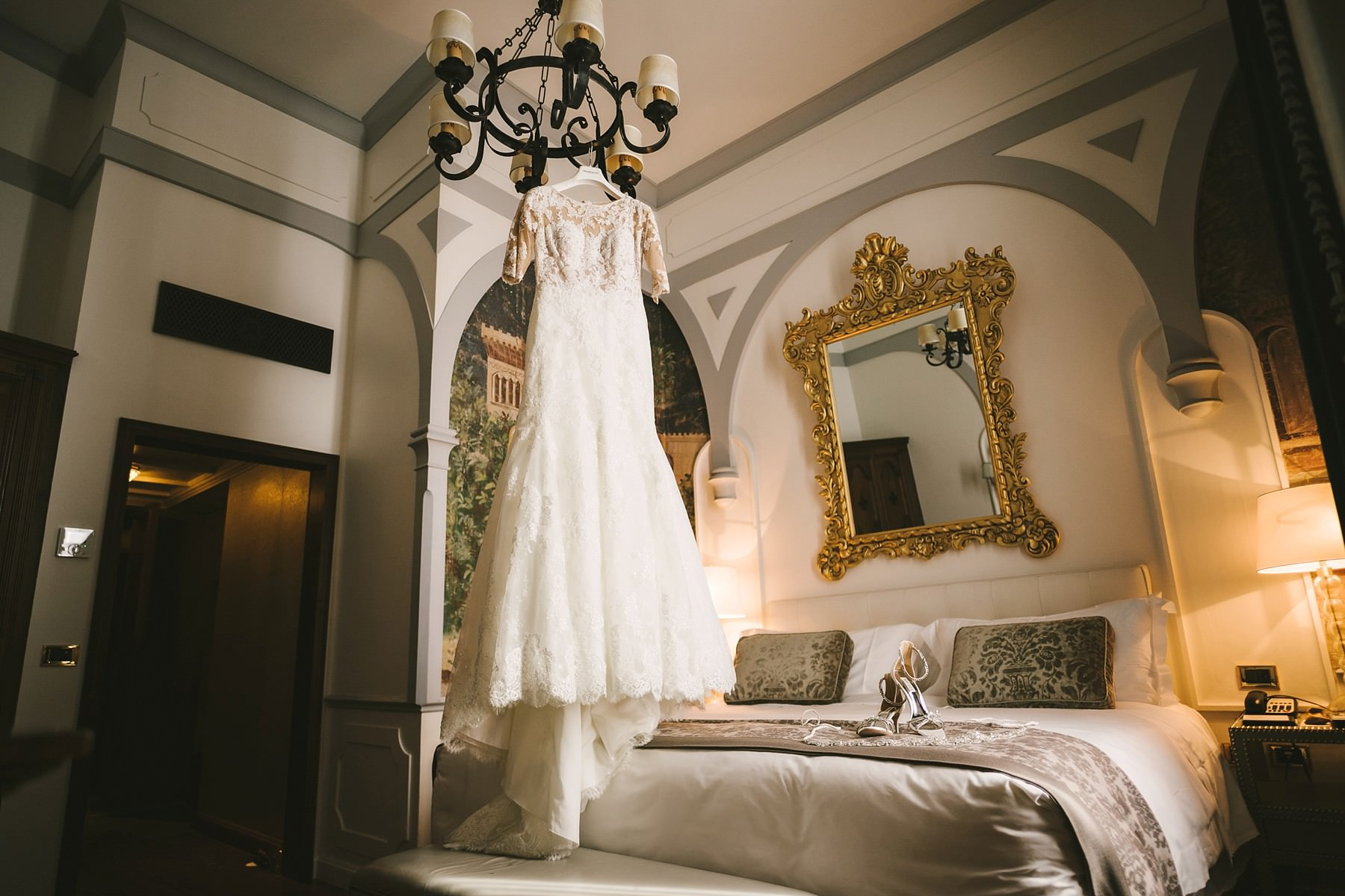 Bridal dress in St. Regis Florence. Destination wedding in Florence