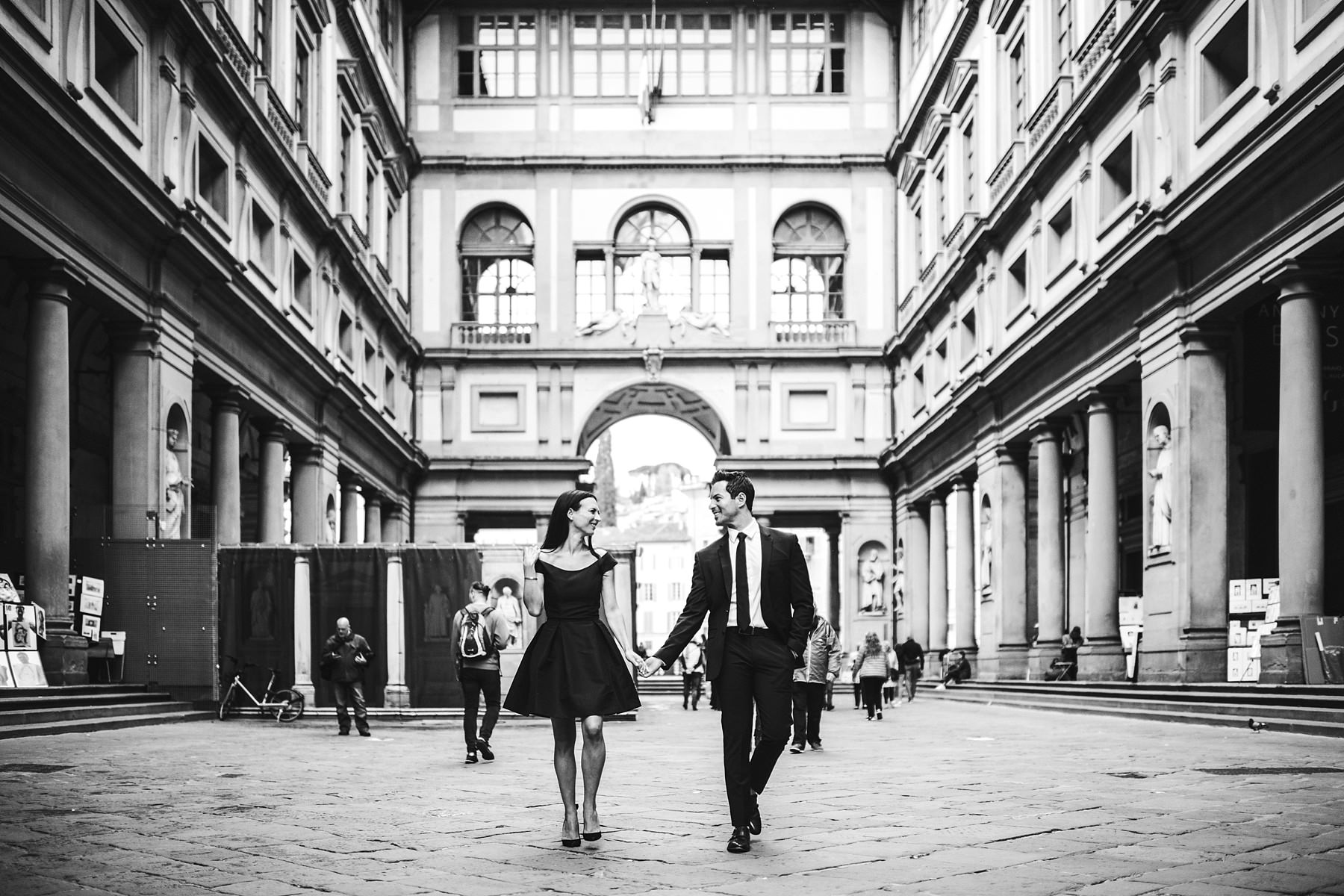 Incredible engagement photo session. Stylish photo at the iconic Uffizi Art Gallery. Michelle and Brent looks like two elegant and dazzling movie stars!