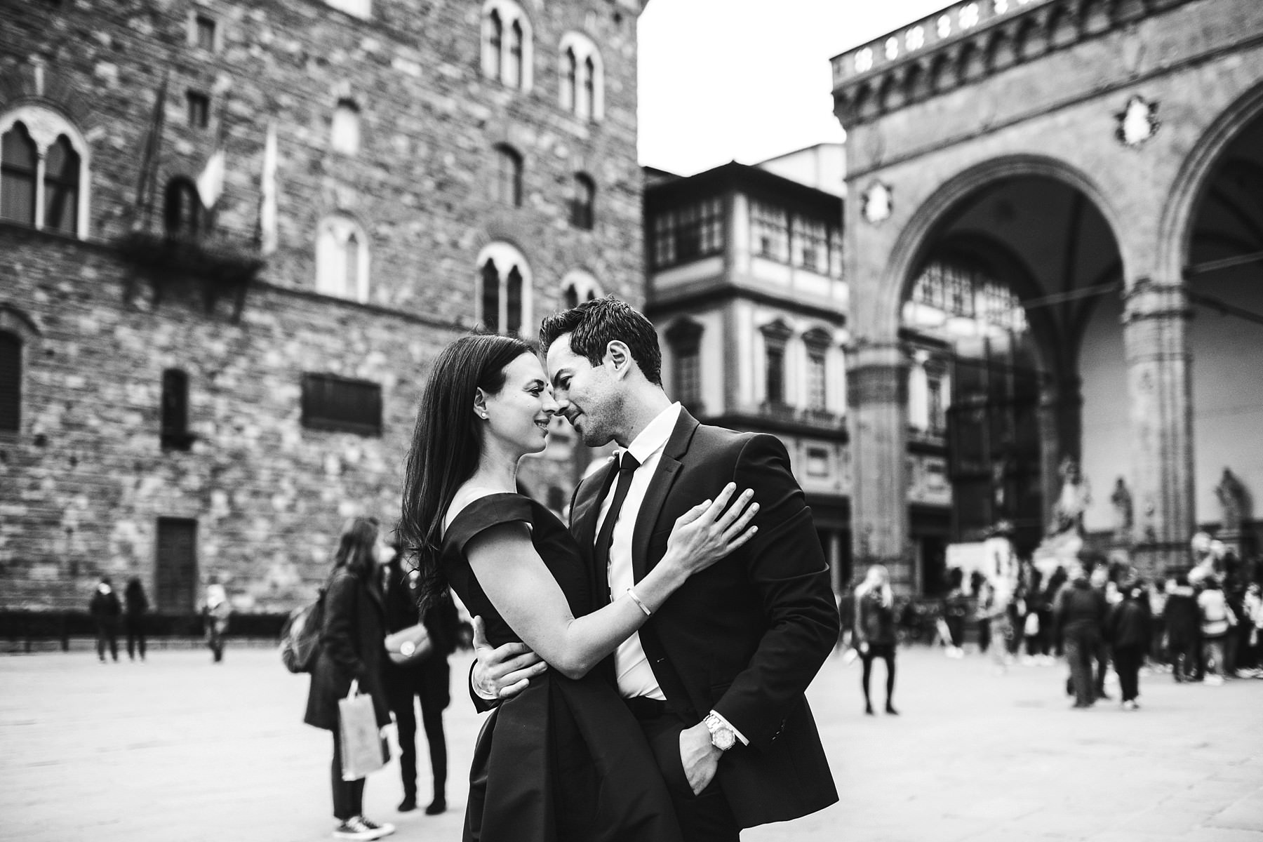 Classic and elegant engagement vacation photo shoot in the heart of Florence at Palazzo Vecchio near Loggia de Lanzi