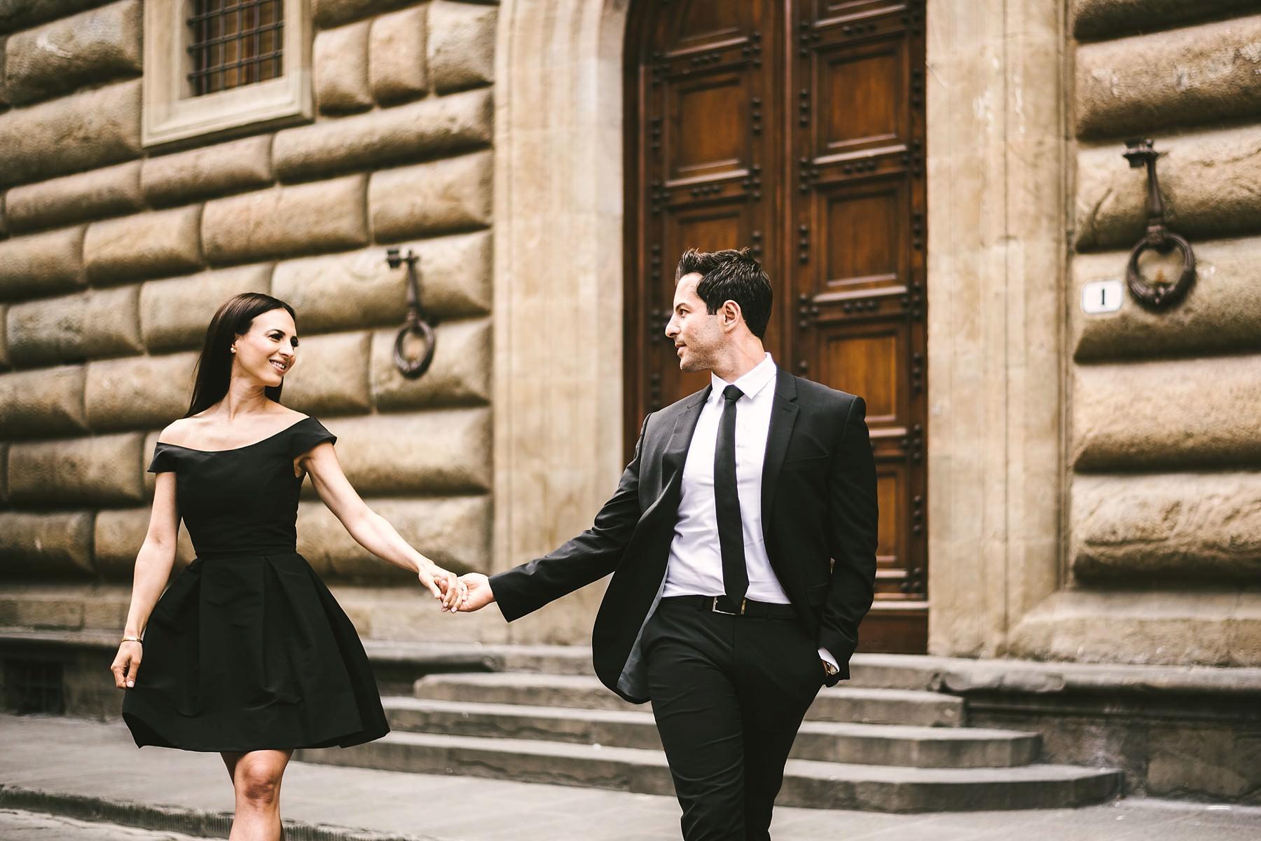 Florence historical center engagement photo shoot near Palazzo Gondi
