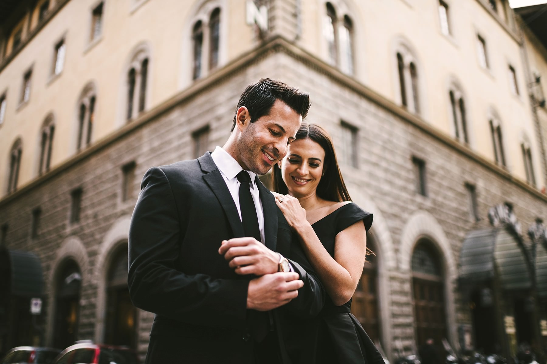 Creative and modern engagement photo in Florence. Love the lines that frame the couple in this photo